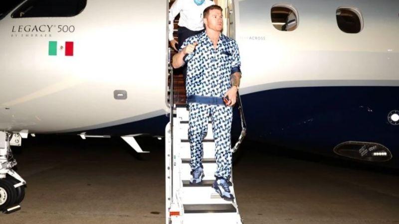 'Canelo' Álvarez presume lujosa pijama en su llegada a Texas para pelea ante Saunders
