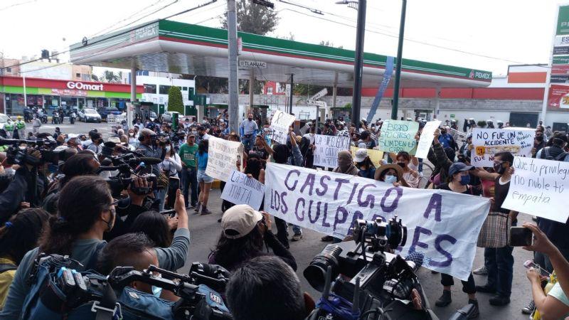 """(VIDEO) """"No fue un accidente, fue el Estado"""": Manifestantes exigen justicia por accidente del Metro"""