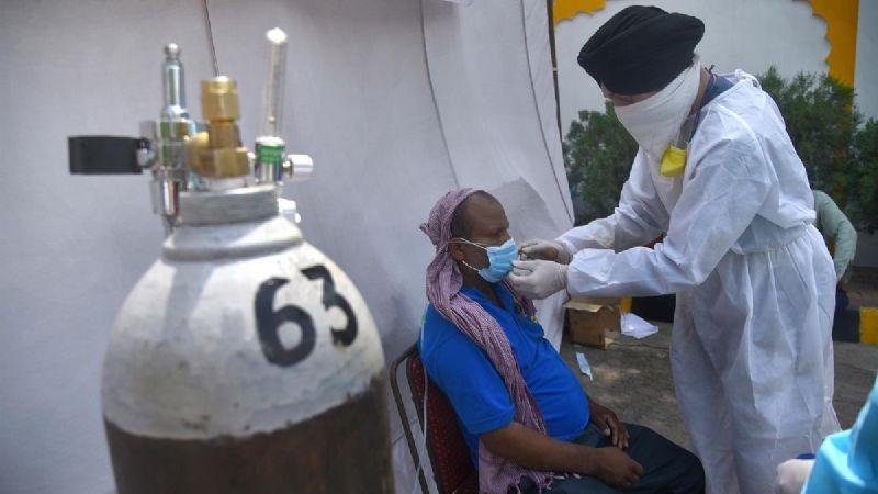 Fraude en la India: Estafadores engañan a gente desesperada por oxígeno en redes sociales