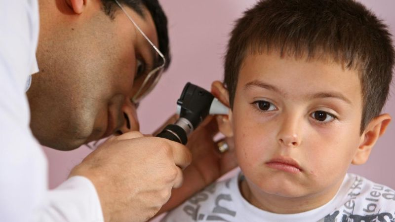 VIDEO: ¡De no creerse! Revisan oído de un niño y esto es lo que encuentran; se hace viral