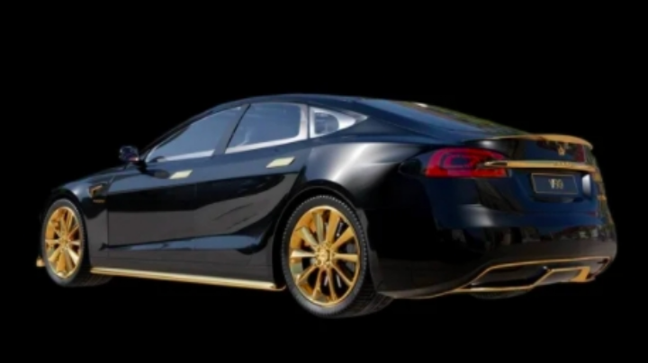 De no creer: Así luce el Tesla más caro del mundo; está bañado en oro de 24K