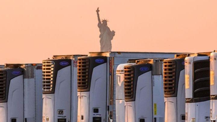 Nueva York apila 750 cadáveres por Covid-19 en camiones con frigorífico desde hace un año