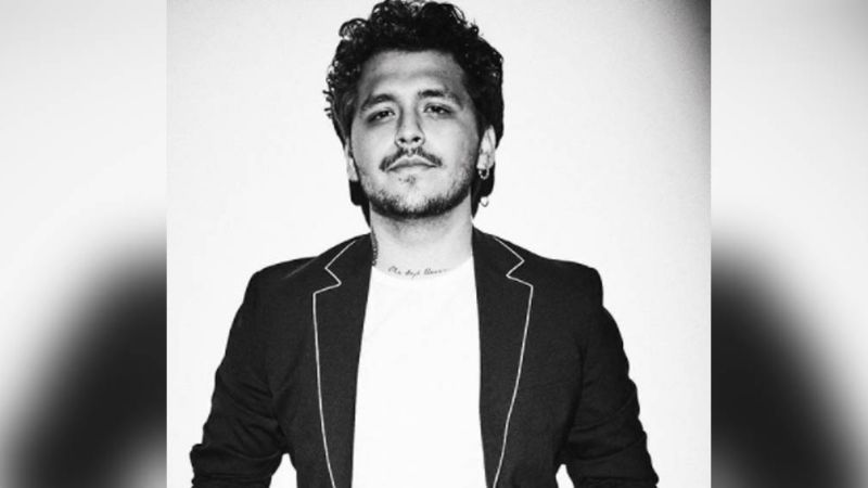 ¿Parece vagabundo? Mamá de Christian Nodal revela que el cantante regresó a México ¡y sin Beli!