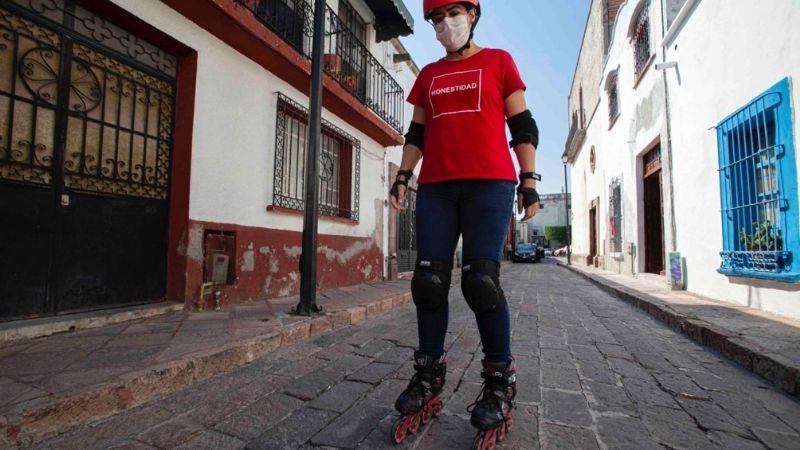 ¡En patines! Esta es la inusual campaña de la candidata a diputada que se ha viralizado