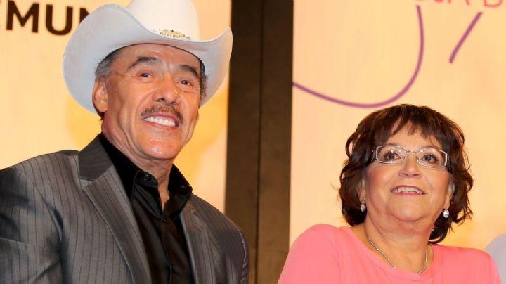 ¿Renació el amor? Tras años separados, padres de Jenni Rivera aparecen juntos en 'Ventaneando'