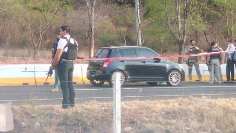 Asesinan a 2 estudiantes dentro de su vehículo; les dispararon múltiples veces