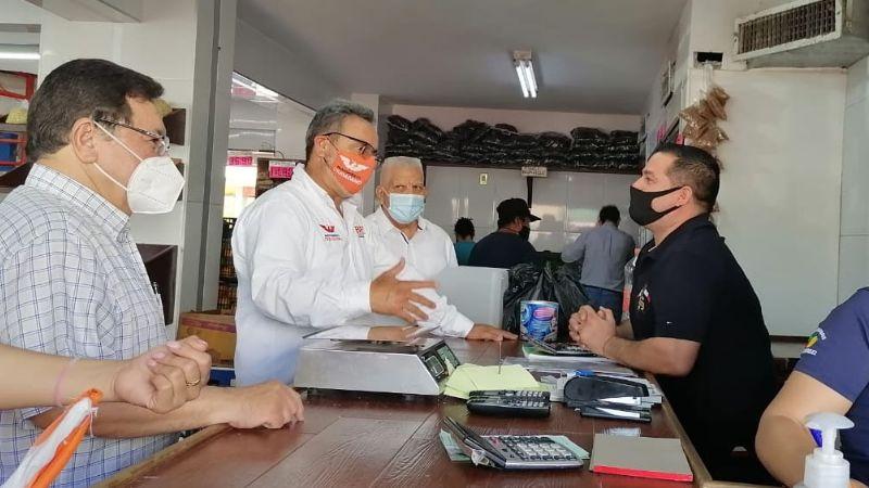 Abel Murrieta se reúne con comerciantes del Mercadito Unión en Cajeme