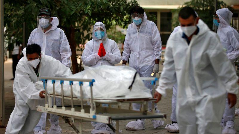 Nueva variante de Covid-19 en India reduce efectividad de vacunas y es más contagiosa: OMS