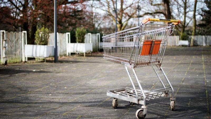 Abandonado y torturado; así hallan el cadáver de un joven en un carrito de supermercado