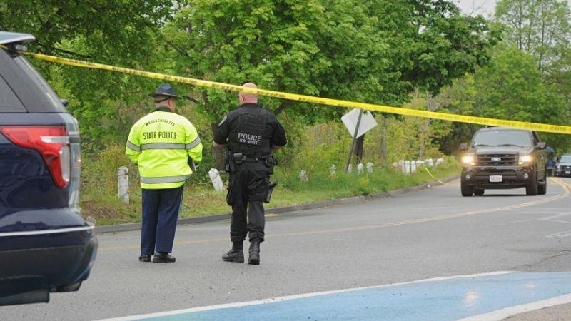 Fuerte tiroteo en Massachusetts: Oficiales acribillan a sujeto tras entrar a estación de Policía