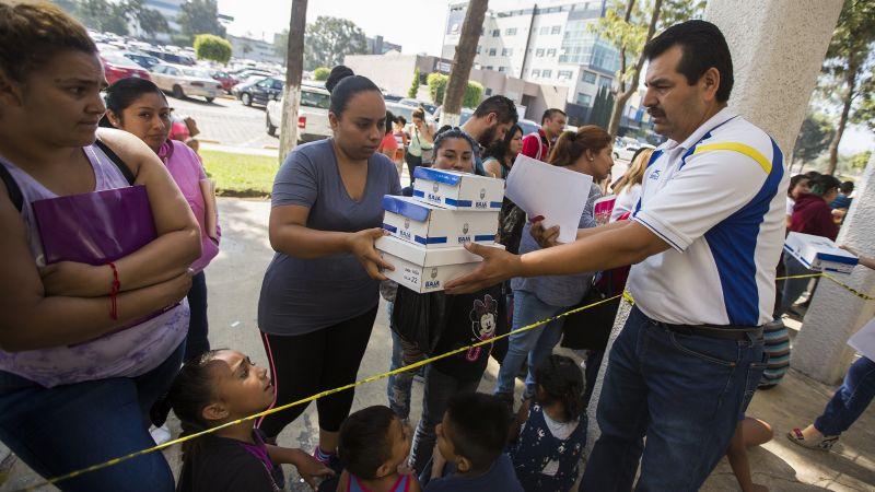 Ciudad Obregón: Recolectan tenis para niños y jóvenes de Cócorit