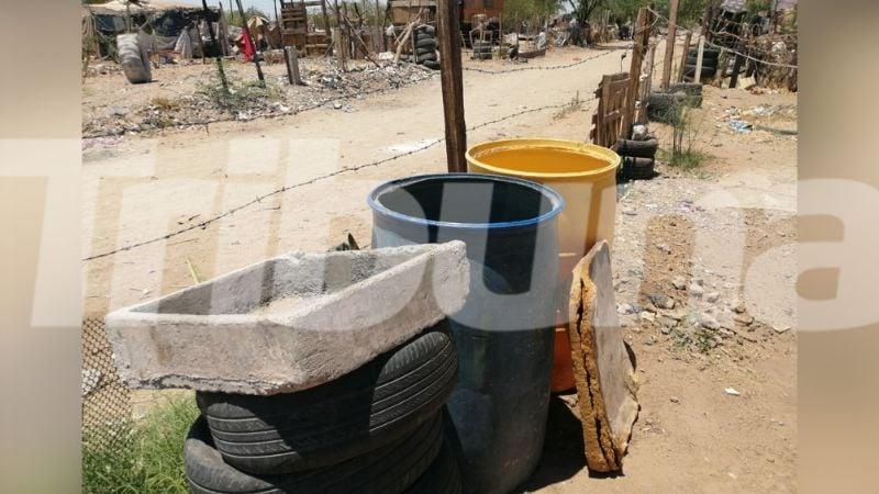 Habitantes de las invasiones enfrentan al calor con poca agua en Hermosillo