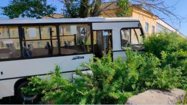 Rusia: Conductor de autobús pierde el control y asesina a 6 que esperaban en la parada