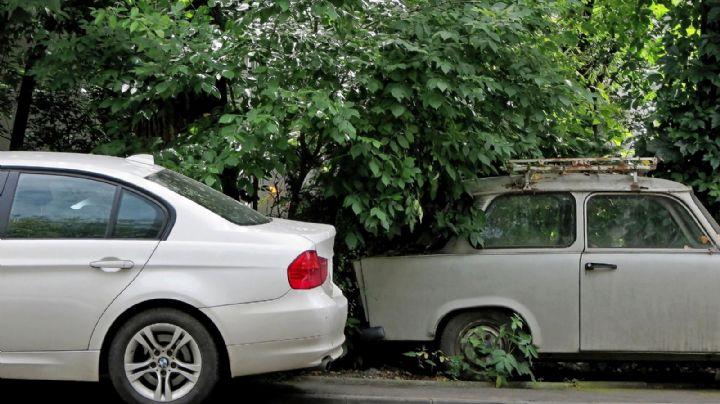 Macabro hallazgo: En el interior de un auto abandonado, encuentran 2 cadáveres baleados