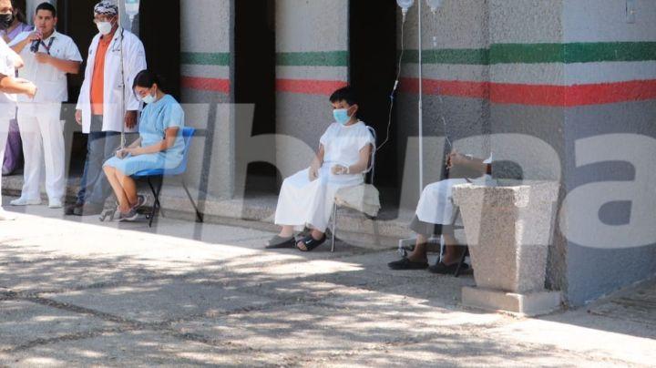 Sacan a pacientes con batas y suero pese al calor en el Issste de Ciudad Obregón