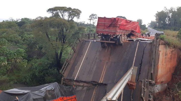 VIDEO: Puente se parte en dos en Paraguay; varias personas cayeron al vacío y fallecieron