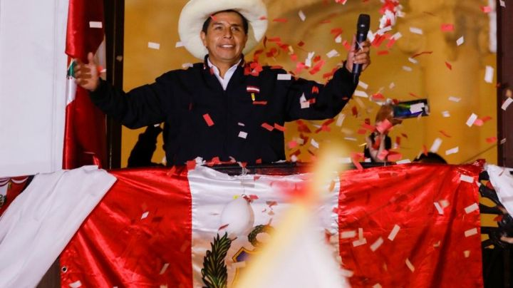 Pedro Castillo lidera las elecciones de Perú con el 100% de actas procesadas