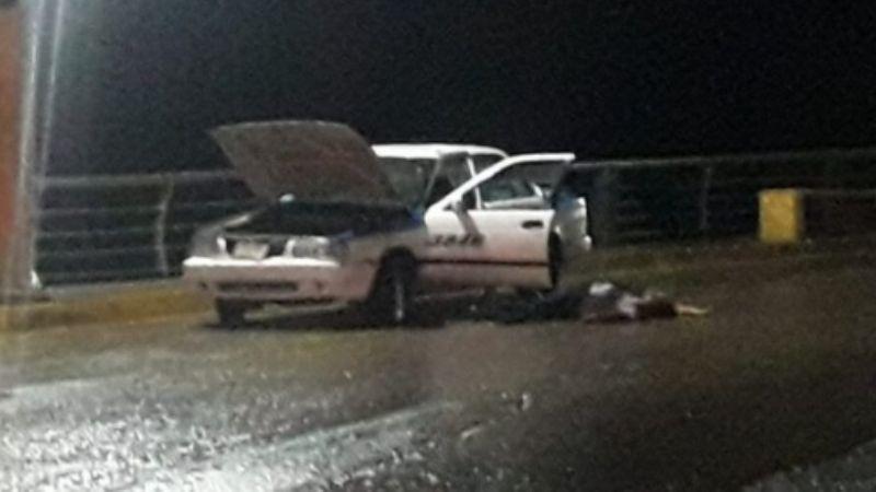 Encuentran muerto a un conductor de taxi; su cuerpo quedó ensangrentado en vía pública