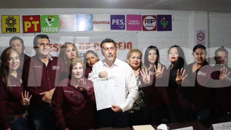 Ante consejeros del IEE, Javier Lamarque Cano recibe constancia de alcalde electo en Cajeme