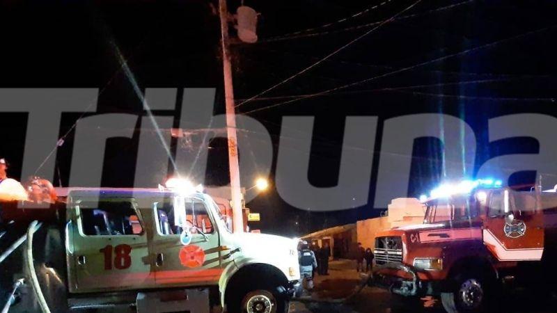 Se registra voraz incendio en la entrada de Pemex en Guaymas; reportan daños materiales