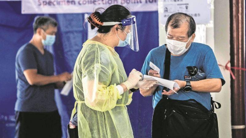 Con un Tesla y hasta lingotes de oro, Hong Kong busca incentivar vacunación contra Covid-19