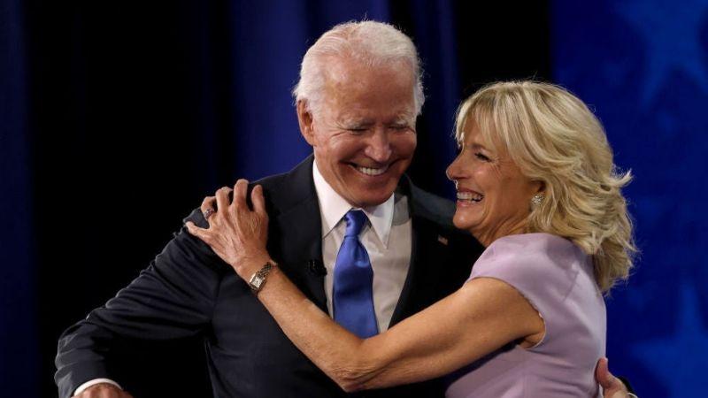 ¿Lo avergonzó? Joe Biden recibe tremendo regaño de parte de su esposa ¡en público!