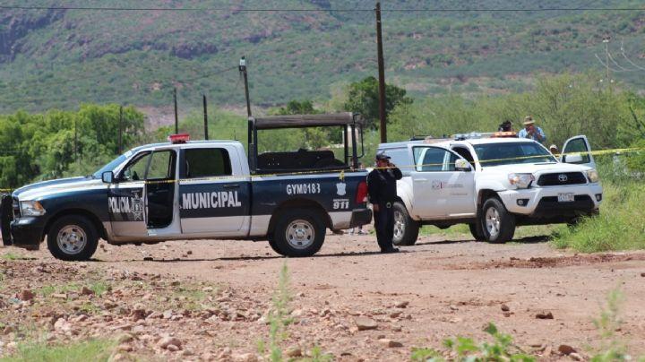 Baleados y torturados: Asesinan a dos hombres y los tiran 'encobijados' en carretera de Sonora