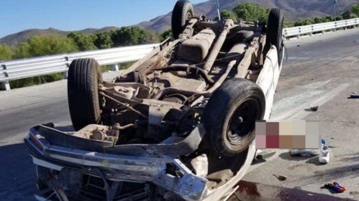 Mujer pierde la vida tras volcar su camioneta en carretera Magdalena-Santa Ana