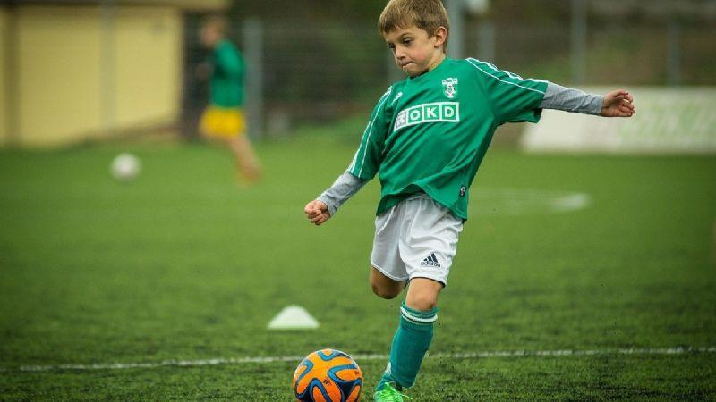 ¿Tu hijo es deportista? Motívalo con estas poderosas frases; dará lo mejor en el entrenamiento