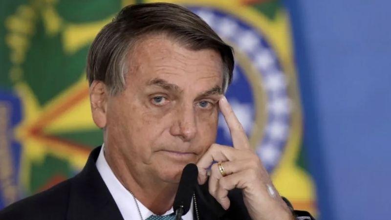 VIDEO: Bolsonaro entra a un avión a saludar a pasajeros y lo abuchean e insultan