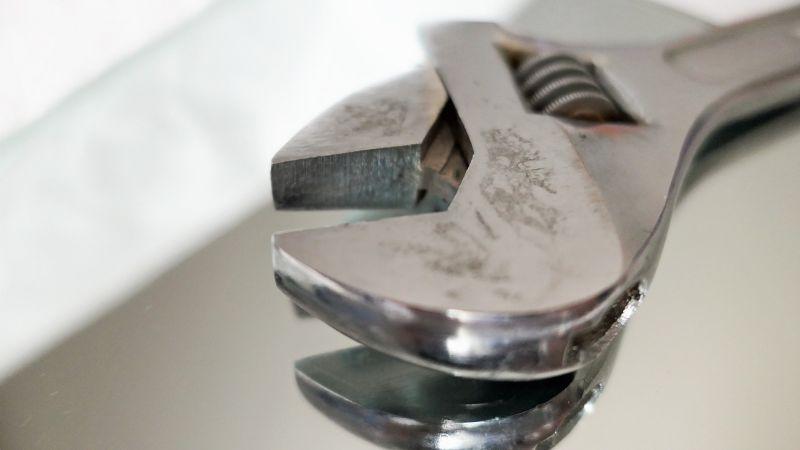 Sin escapatoria: Un hombre da brutal golpiza a 3 personas en su hogar; uno de ellos falleció