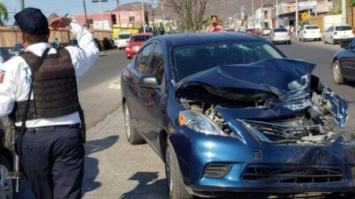 Mujer y su hija resultan lesionadas tras brutal choque con camión maquilero