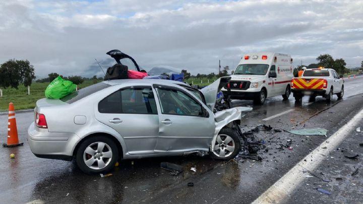 7 muertos y un menor herido fue el saldo de la colisión entre dos autos en carretera de Tlaxcala