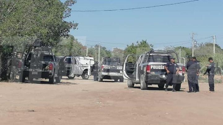 Arrojan tres cadáveres en carretera de Empalme; fueron amarrados, quemados y baleados