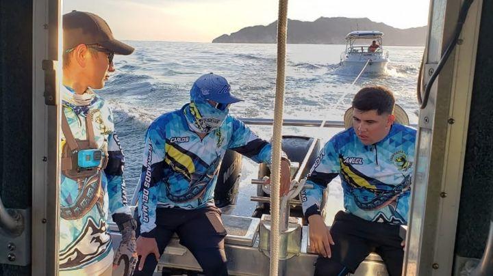 VIDEO: Rescatan a ocho náufragos en aguas de Guaymas; quedaron varados por falla mecánica