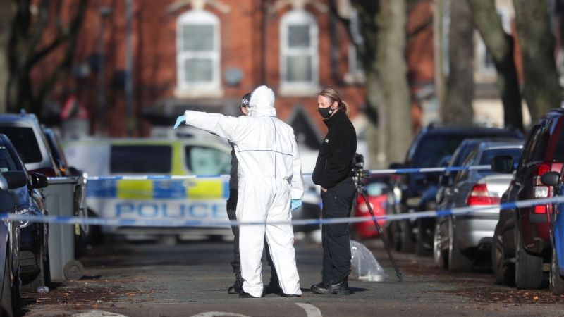 Salvaje ataque: Matan a un joven de 17 años y hieren a otro de 20 a las afueras de un cine