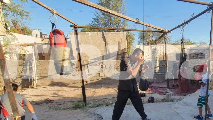 Jóvenes navojoenses promueven el deporte con un ring elaborado con deshechos