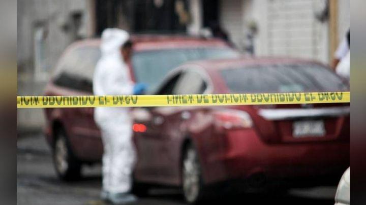 Al interior de la cajuela de un auto en llamas, encuentran los cadáveres calcinados de dos hombres