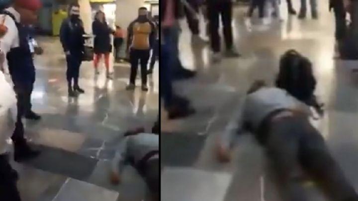 VIDEO: Policías golpean y dejan inconsciente a una persona en el Metro de la CDMX