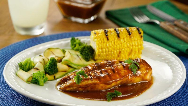 ¡Mezcla los sabores! Deleita a tu familia con este pollo en salsa de chile pasilla y tamarindo