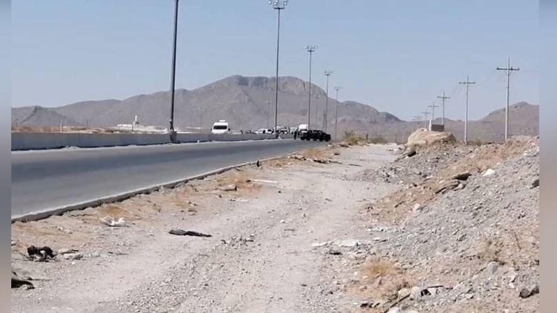 Gatilleros abandonan el cuerpo de un sujeto a la orilla de carretera; tenía signos de tortura