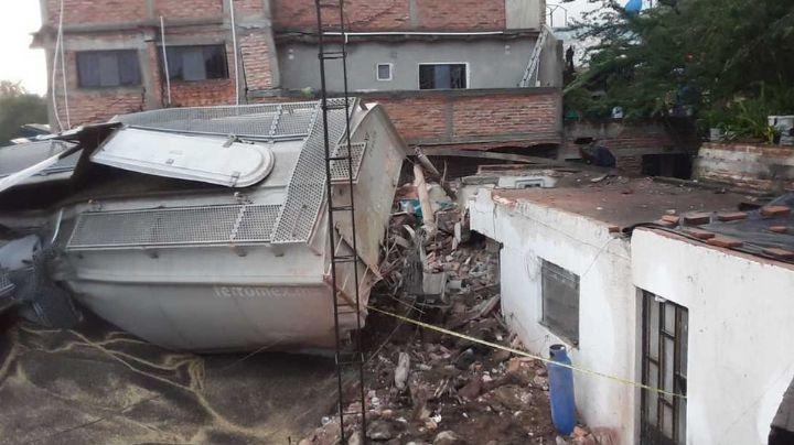 Tragedia en Jalisco: Tren se descarrila y deja un muerto y tres heridos; vagones aplastaron casas