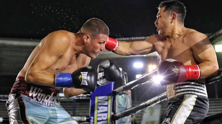 El excampeón mundial Marco Antonio Barrera se puso los guantes nuevamente en una pelea de exhibición