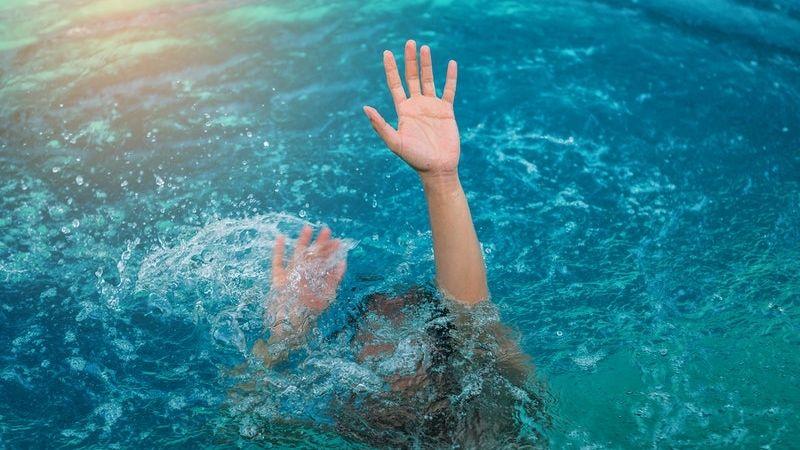 Adolescente de 12 años muere ahogada en la piscina del patio trasero de su vivienda