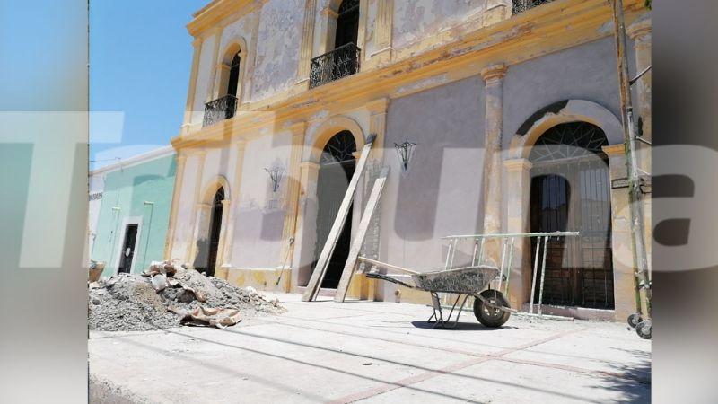 Personal trabaja en la rehabilitación de la emblemática 'Casona' en Cócorit