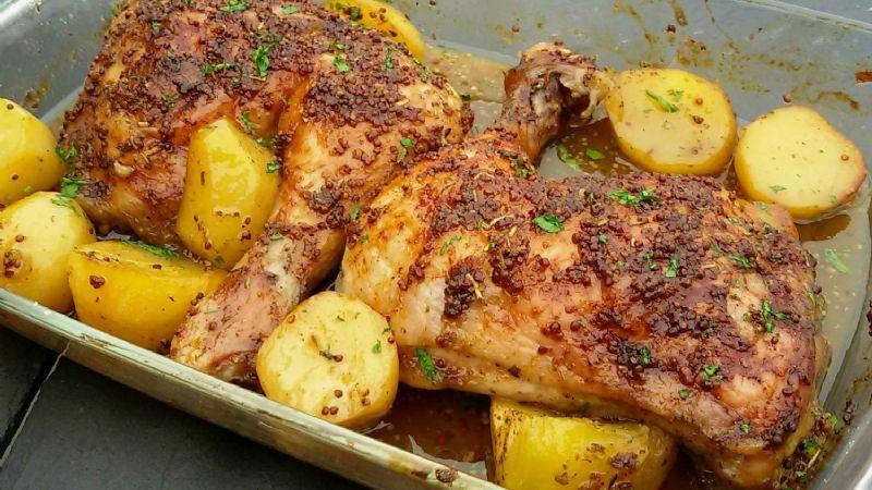 Mezcla de sabores: Disfruta de un exquisito pollo a la miel con romero y zarzamora