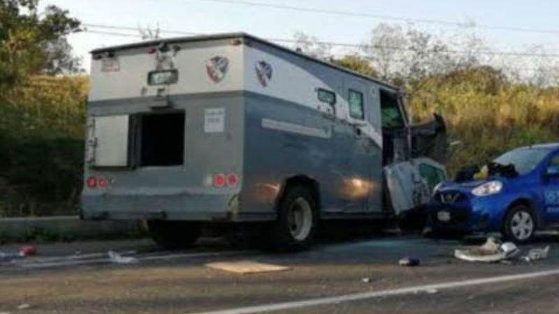 Grupo armado roba camioneta de valores y secuestra a los custodios que la conducían en Puebla