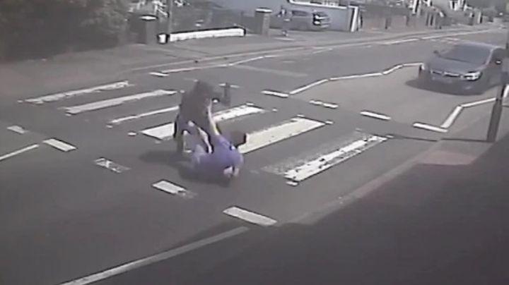FOTOS: Frente a madre e hijo, adolescente es apuñalado en estómago; corrió bañado de sangre
