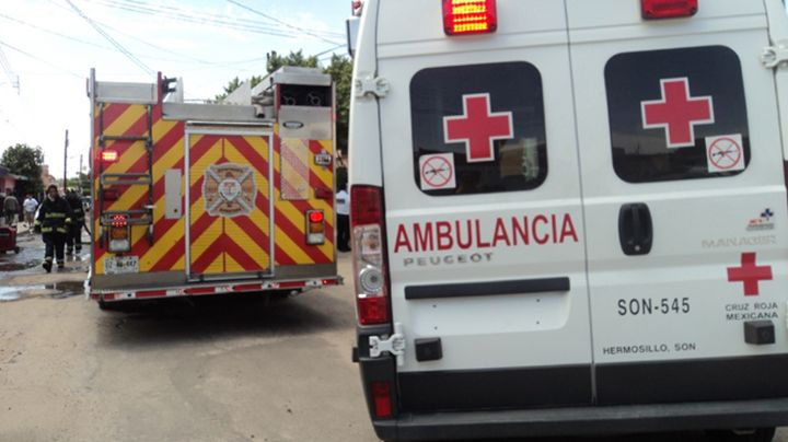 Rescatan a niño de 3 años encerrado al interior de un automóvil al centro de Hermosillo