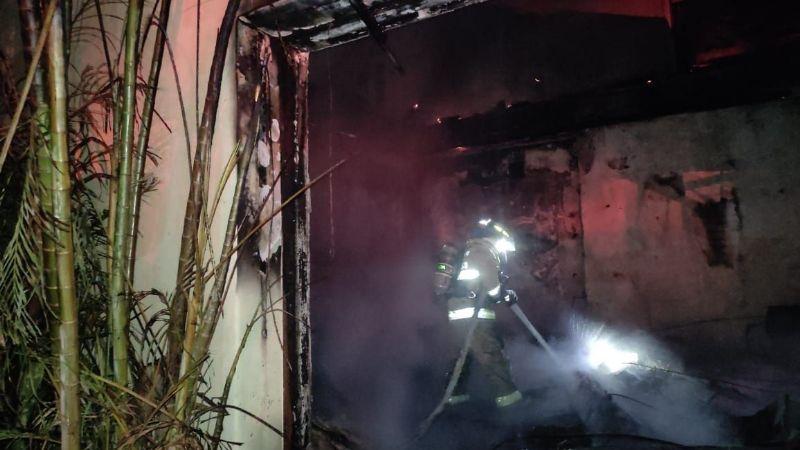 ¡Fuerte incendio en Punta de Mita! 22 huéspedes son desalojados; estaban en Casa Aramara